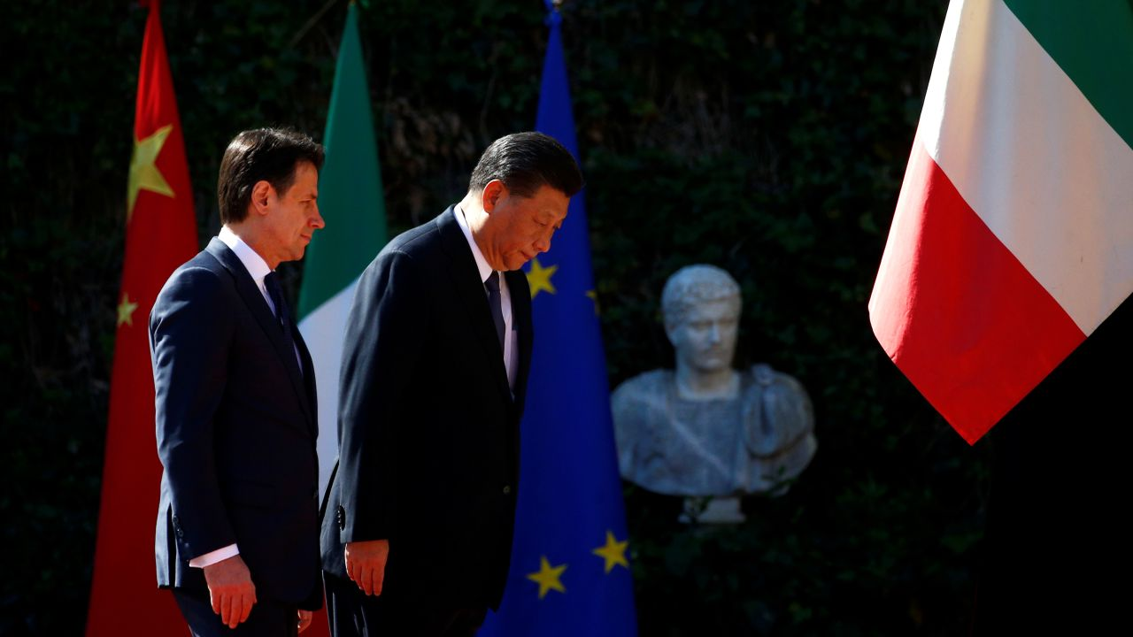 Chinese President Xi Jinping and Italian Prime Minister Giuseppe Conte inspect the honor guard during a welcoming ceremony at Villa Madama in Rome. (Reuters)