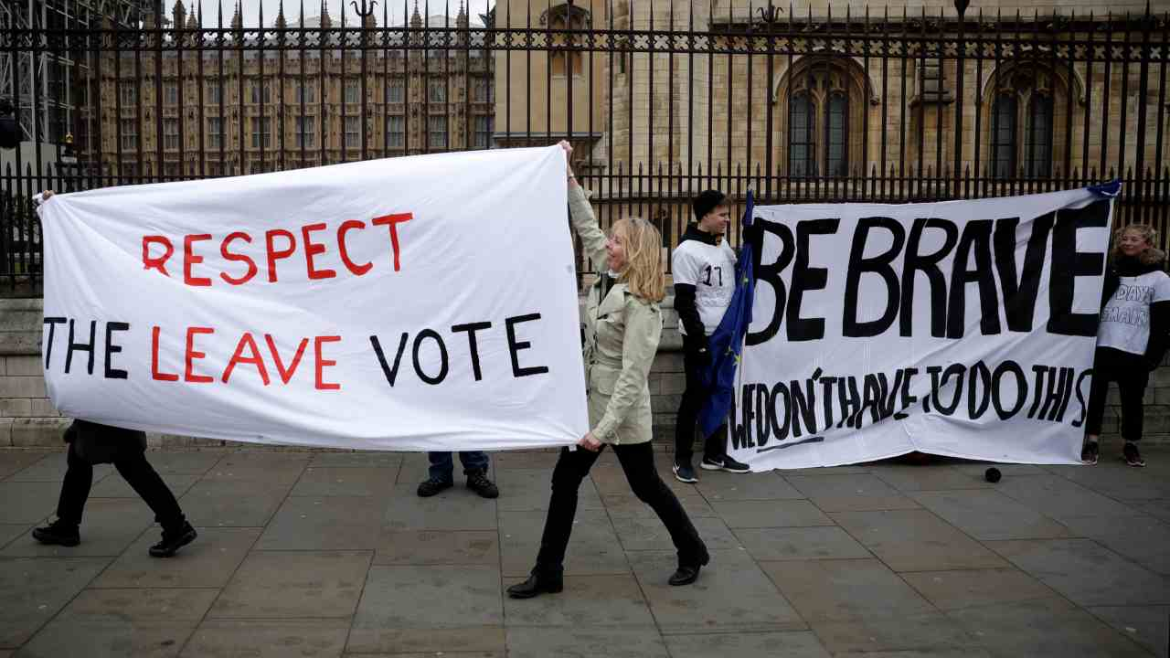 Pro-Brexit leave the European Union supporters, left, and anti-Brexit remain in the European Union supporters take part in a protest outside the Houses of Parliament in London, Tuesday, March 12, 2019. (Image: AP)