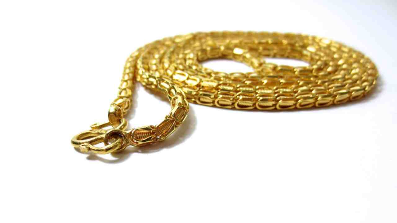 Gold chain (Image: Pixabay)