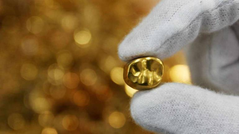 Gold prices rule flat after two-day rally on custom duty hike