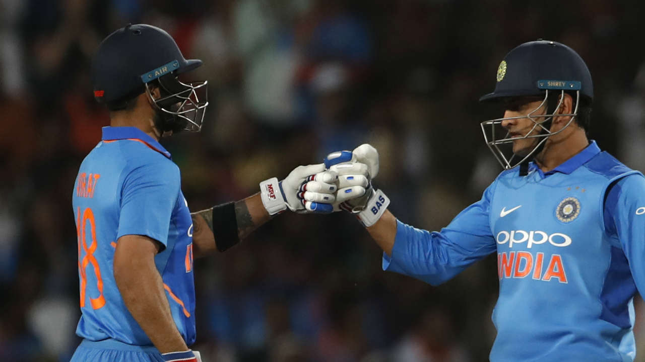 Kohli and Dhoni batted sensibly to stem the fall of wickets to give the Indian chase some respectability. (Image: AP)
