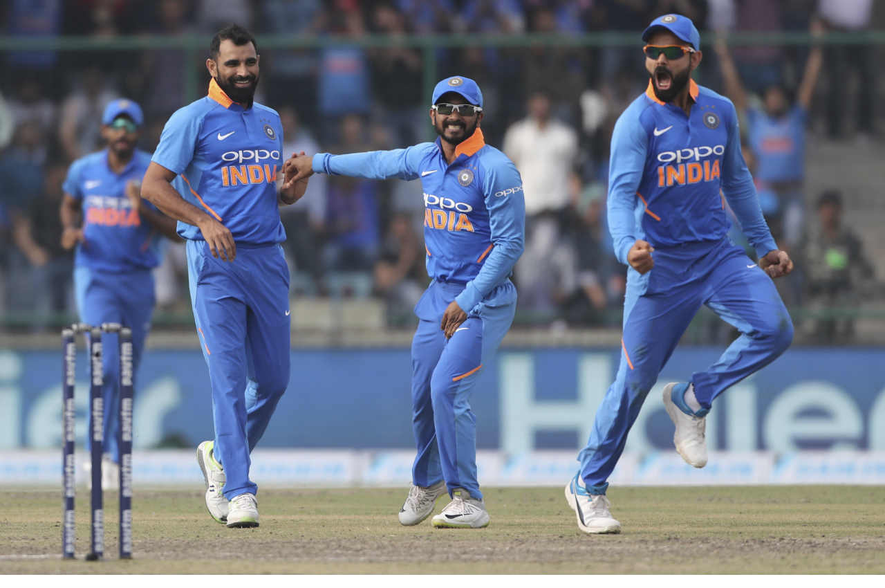 India pulled things back as Jadeja and Mohammed Shami accounted for the wickets of Glenn Maxwell and Peter Handscomb respectively. Maxwell was out in the 34th over scoring just one run while Handscomb walked back in the 37th over after scoring a well compiled 52 off 60 balls. From 175/1 Australia were suddenly struggling at 182/4. (Image: AP)