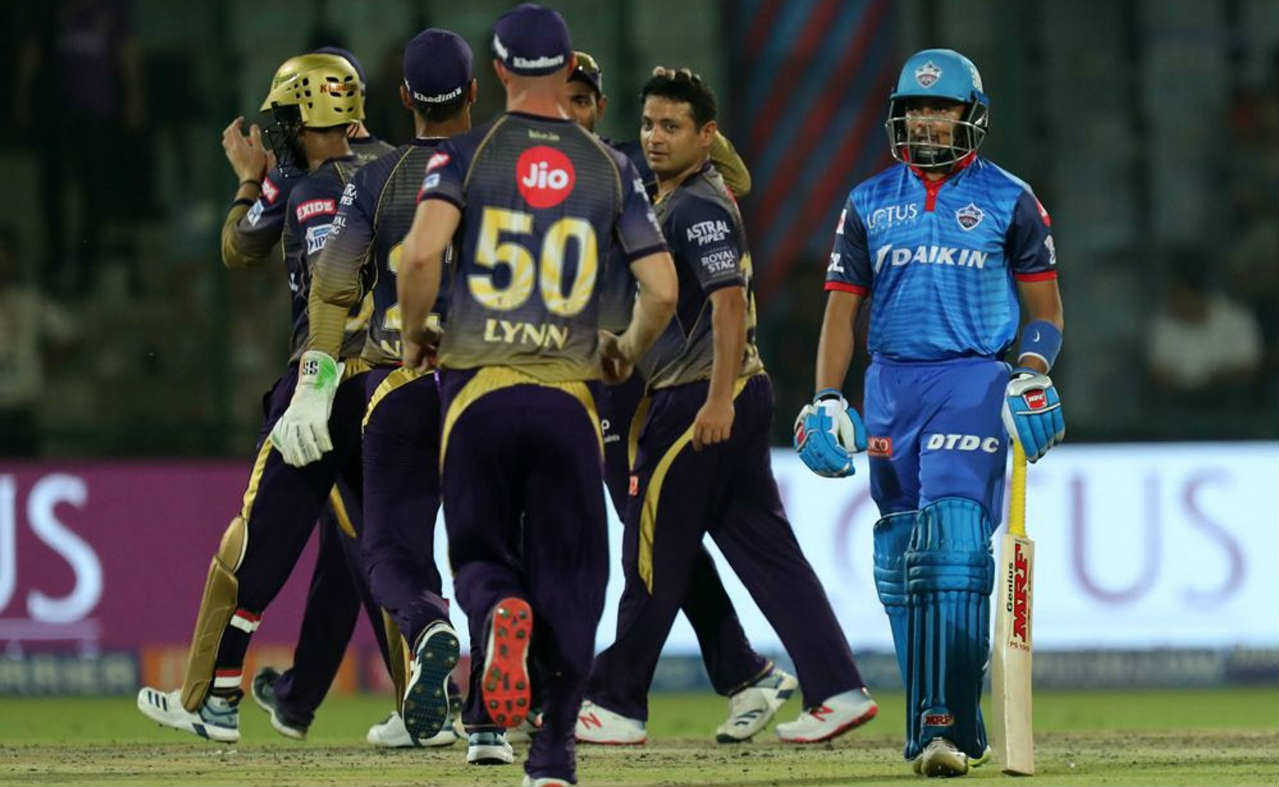 KKR got the first breakthrough when Piyush Chawla dismissed Shikhar Dhawan in just the 3rd over. Dhawan was looking to attack as he scored 16 off 8 before holing out to Andre Russell at mid-off when going for yet another boundary. DD were down to 27/1 at the fall of Dhawan's wicket. (Image: BCCI, iplt20.com)