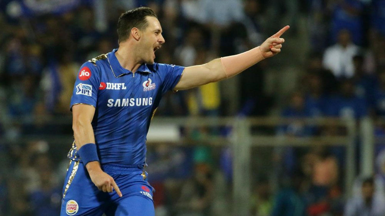 Delhi's innings got off to a bad start as they lost Prithvi Shaw and Shreyas Iyer within the first four overs. Mithcell McClenaghan accounted for both batsmen as Delhi were reduced to 29/2. (Image: BCCI, iplt20.com)