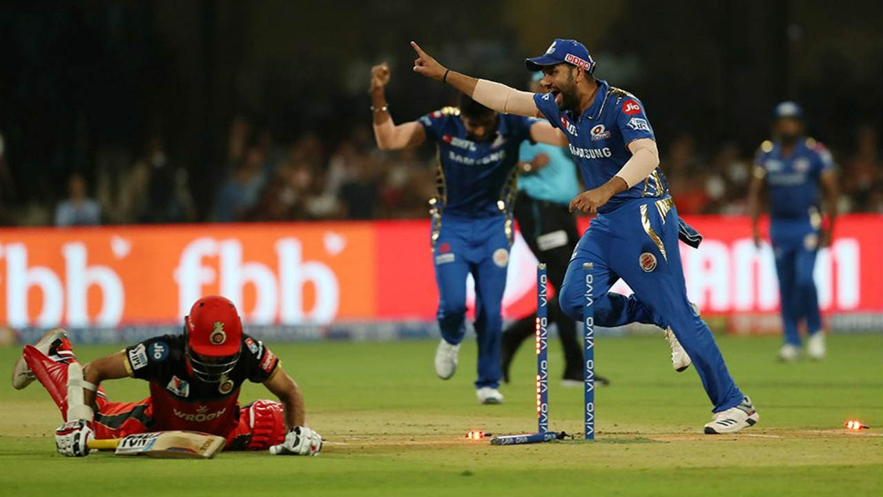 The run-chase didn't get off to a great start as Moeen Ali was run out in the 4th over. Parthiv Patel scored 31 off 22 balls before Mayank Markande castled him in the 7th over to reduce RCB to 67/2. (Image: BCCI, iplt20.com)