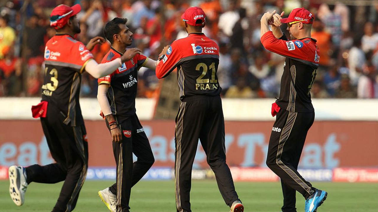 RCB finally got the breakthrough in the 17th over when Bairstow got a thick edge off Yuzvendra Chahal's bowling. The SRH scorecard read 185/1 at the fall of Bairstow's wicket. Vijay Shankar then added 9 off just 3 balls before getting run out in the next over. (Image: BCCI, iplt20.com)