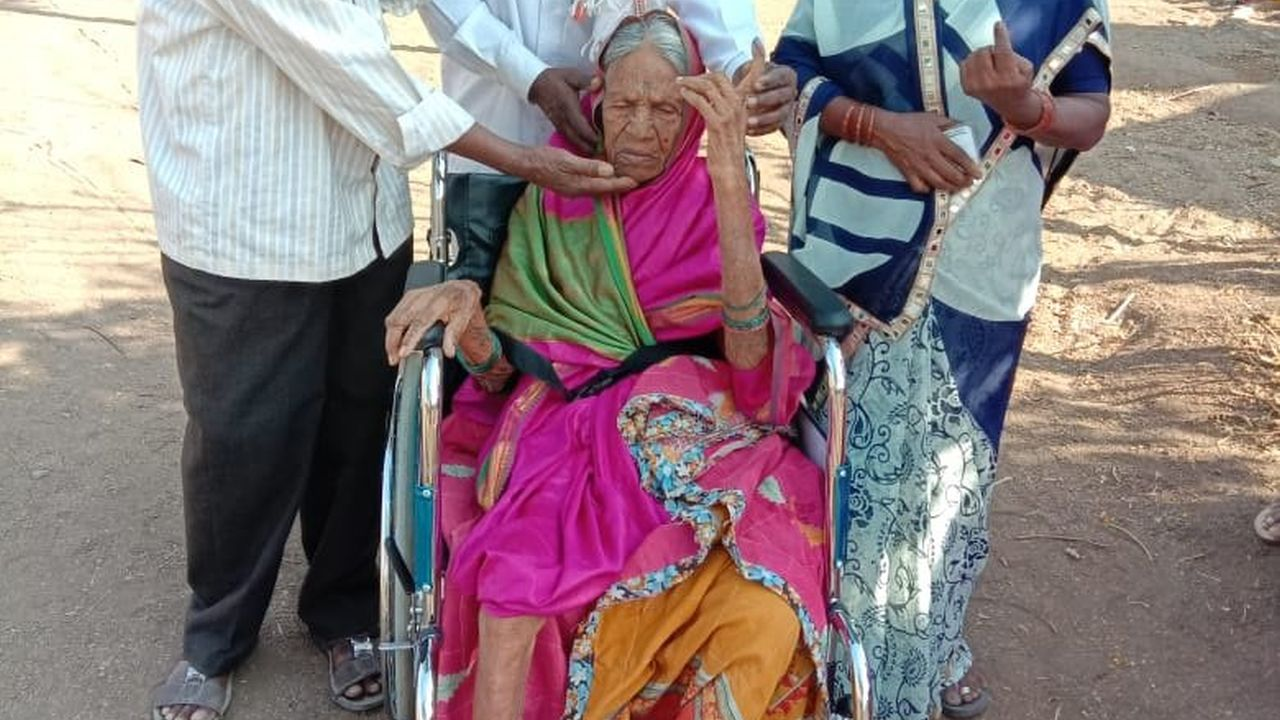 105-year-old Kavaibai Kamble cast her vote along with her family at a polling station in Harangul Budruk in Maharashtra's Latur constituency. (Image: Twitter/@ANI)
