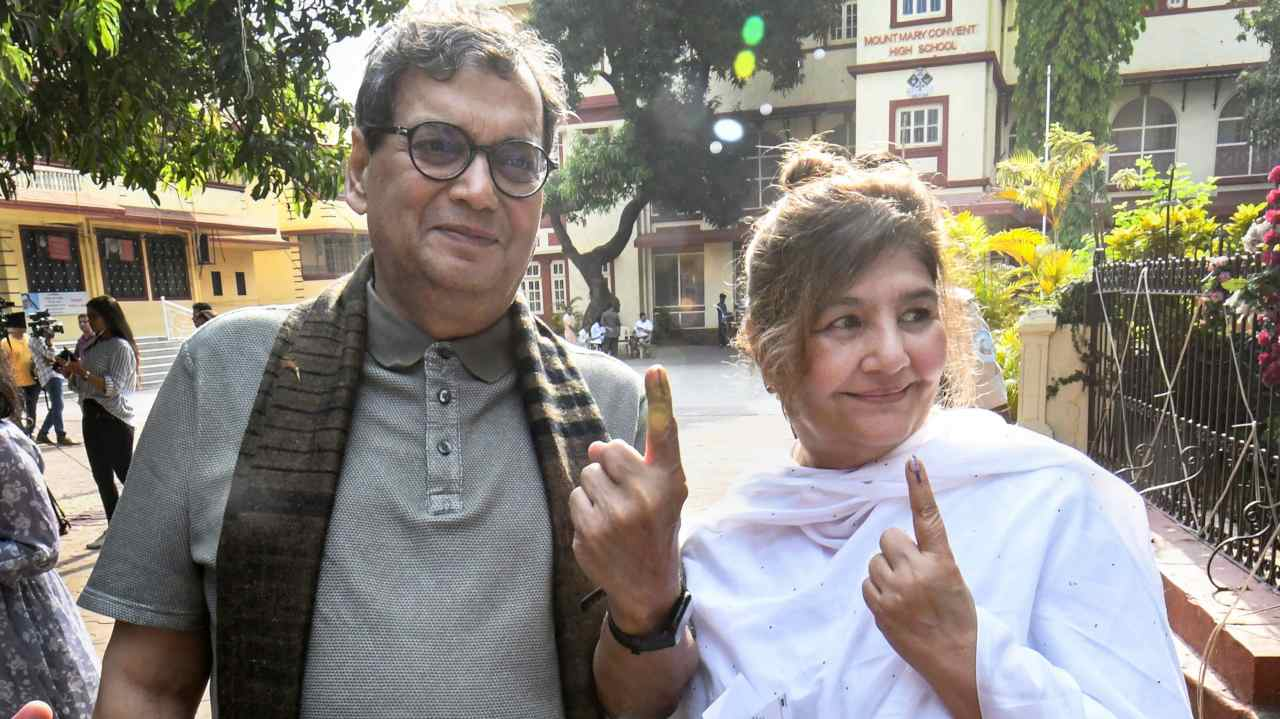 Filmmaker Subhash Ghai and his wife Mukta Ghai show their inked marked finger after casting vote during the 4th phase of the 2019 Lok Sabha elections, at a polling station in Mumbai. (Image: PTI)