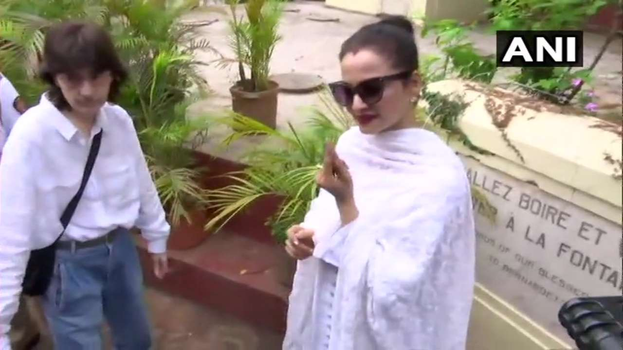 Veteran actor Rekha casts her vote at polling booth number 283 in Bandra. (Image: ANI)
