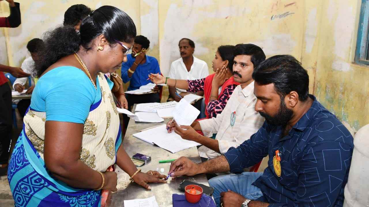 Voters casting their vote at a polling booth, during the second phase of General Elections 2019 in Chennai, Tamilnadu. (Image: PIB)