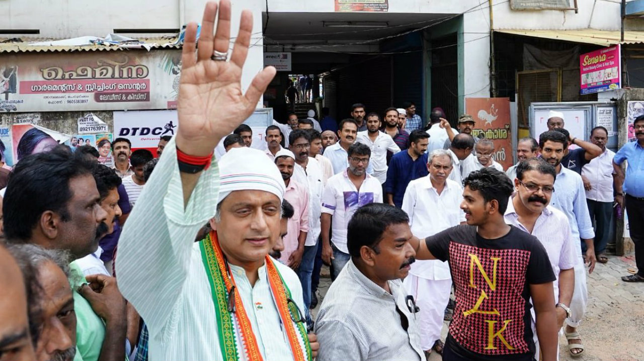 Congress leader Shashi Tharoor greets worshippers outside the Peroorkada mosque in Thiruvananthapuram. (Image: Twitter/@ShashiTharoor)