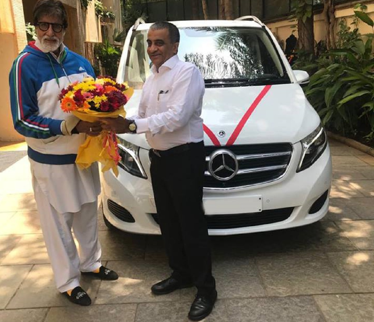 Bollywood superstar Amitabh Bachchan recently purchased a Mercedes-Benz V-Class MPV from Auto Hangar dealership in Mumbai. The car carries a price tag of Rs. 81.9 lakh (ex-showroom) and it is rather an unusual choice as most Indian celebrities buy a luxury sedan or SUV. (Image: Auto Hangar Mercedes-Benz/Facebook)