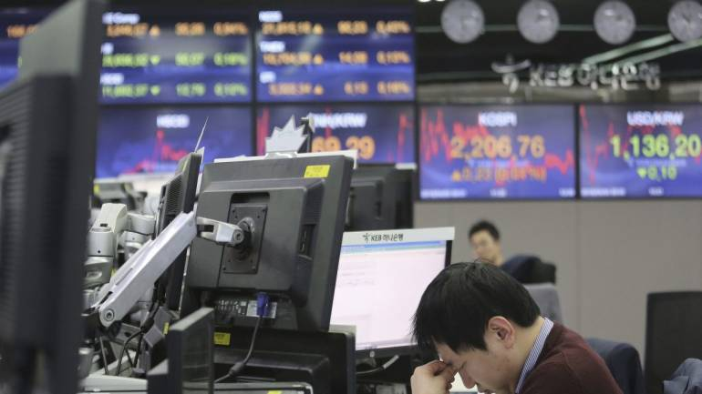 Asia stocks dip after poor US data stokes recession fears