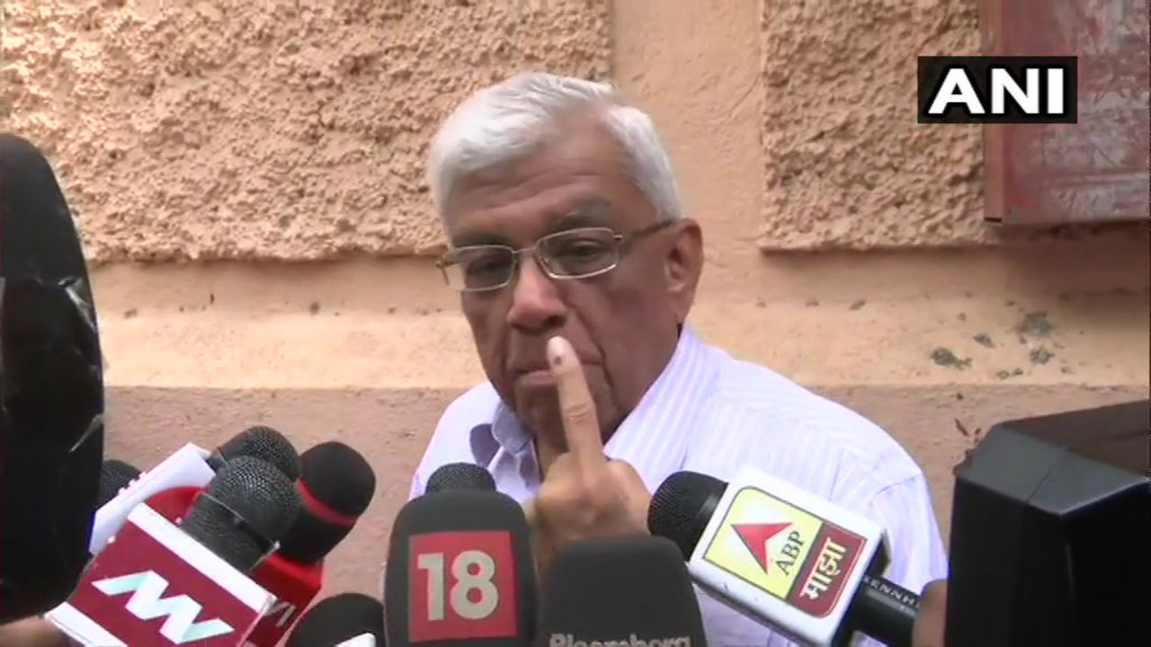 HDFC chairman Deepak Parekh after casting his vote at Peddar Road in Mumbai, Maharashtra. (Image: ANI)