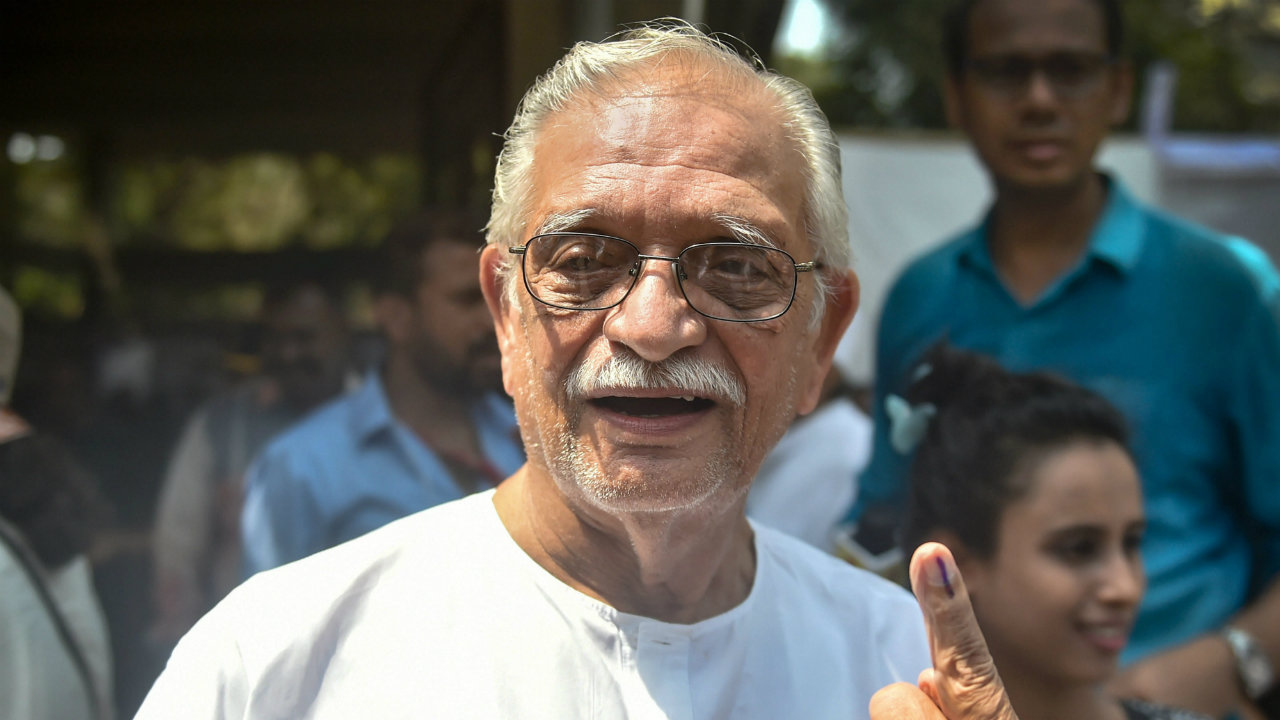 Lyricist and film director Gulzar shows his ink-marked finger after casting vote during the fourth phase of the 2019 Lok Sabha elections, at a polling station in Mumbai. (Image: PTI)
