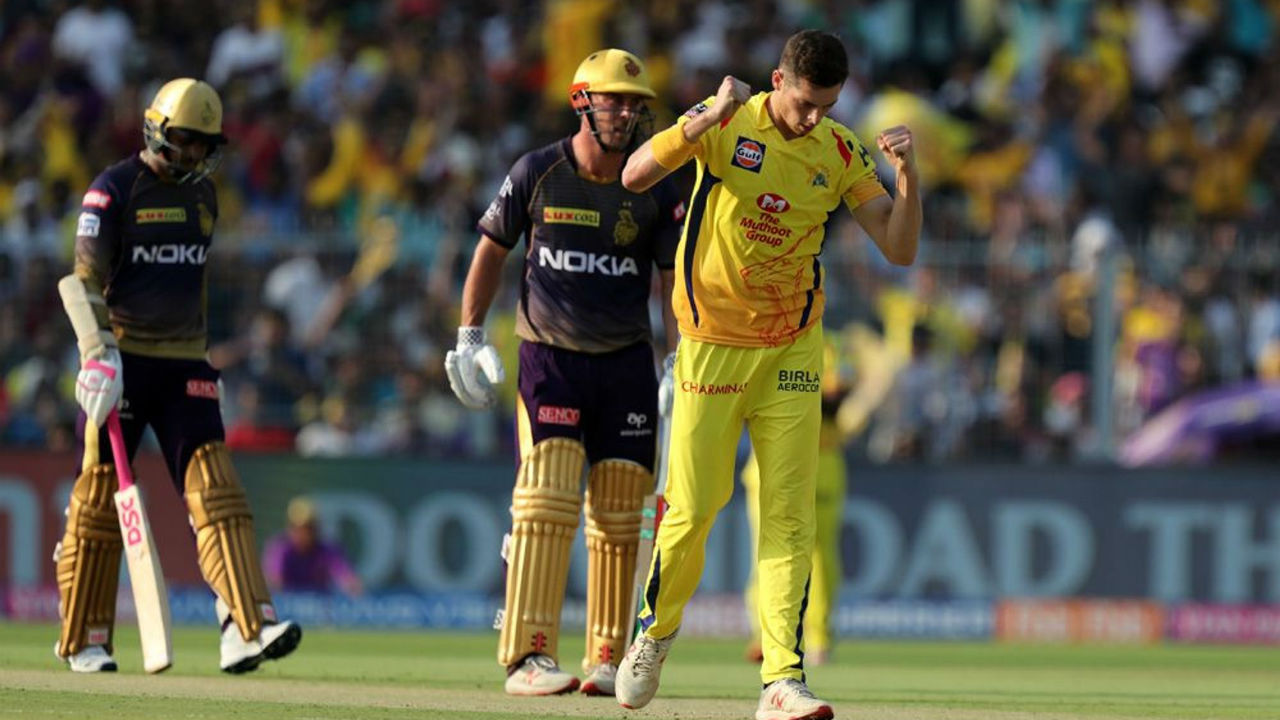 Mitchell Santner gave the men in Yellow a great start as he sent back KKR opener Sunil Narine in just the 5th over of the match. Narine made just 2 runs.