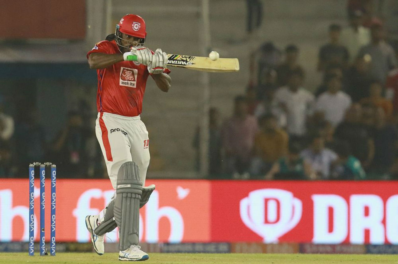 Defending 150, SHR got the important wicket of Chris Gayle in the 4th over. Gayle made 16 off 14 balls as KXIP were 18/1.
