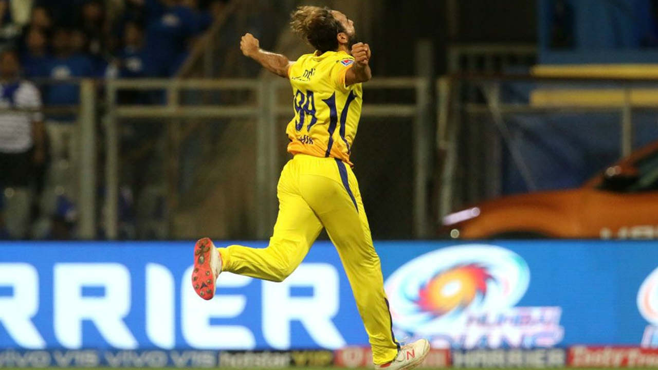 Imarn Tahir continued his good form with ball as he picked the important wicket of Yuvraj Singh in the 8th over as CSK tightened noose on MI. (Image: BCCI, iplt20.com