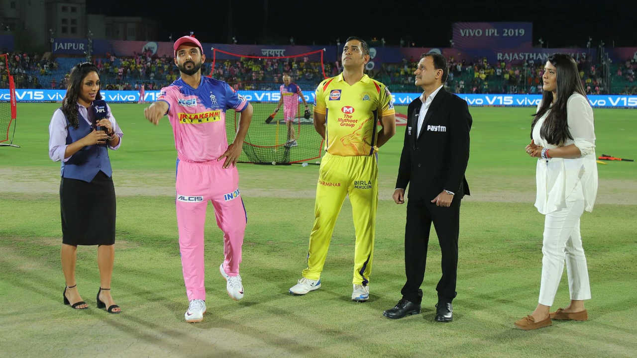 For match 25 of IPL 2019 Chennai Super Kings traveled to Jaipur to take on Rajasthan Royals. CSK Skipper MS Dhoni won the toss and opted to bowl first. Sanju Samson who missed RR's previous match was declared fit and was backing in the playing XI. For CSK Scott Kuggeleijn and Harbhajan Singh made way for Mitchell Santner and Shardul Thakur.