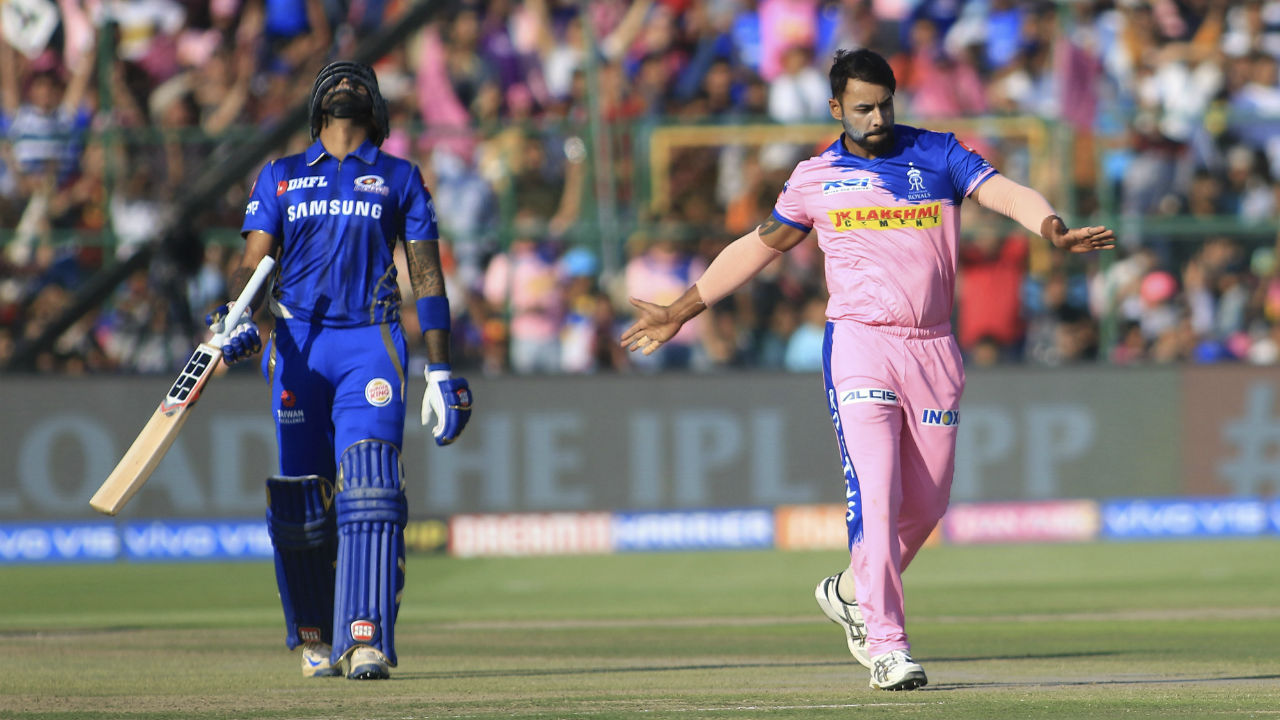 Stuart Binny brought RR back in the game as he sent back Suryakumar in the 14th over. The batsman made 34 off 33 balls. Soon Gopal picked his second wicket of the match as he got de Kock caught by Ben Stokes in the 15th over. The MI opener made 65 off 47 balls. RR were 111/3 in the 15th over.