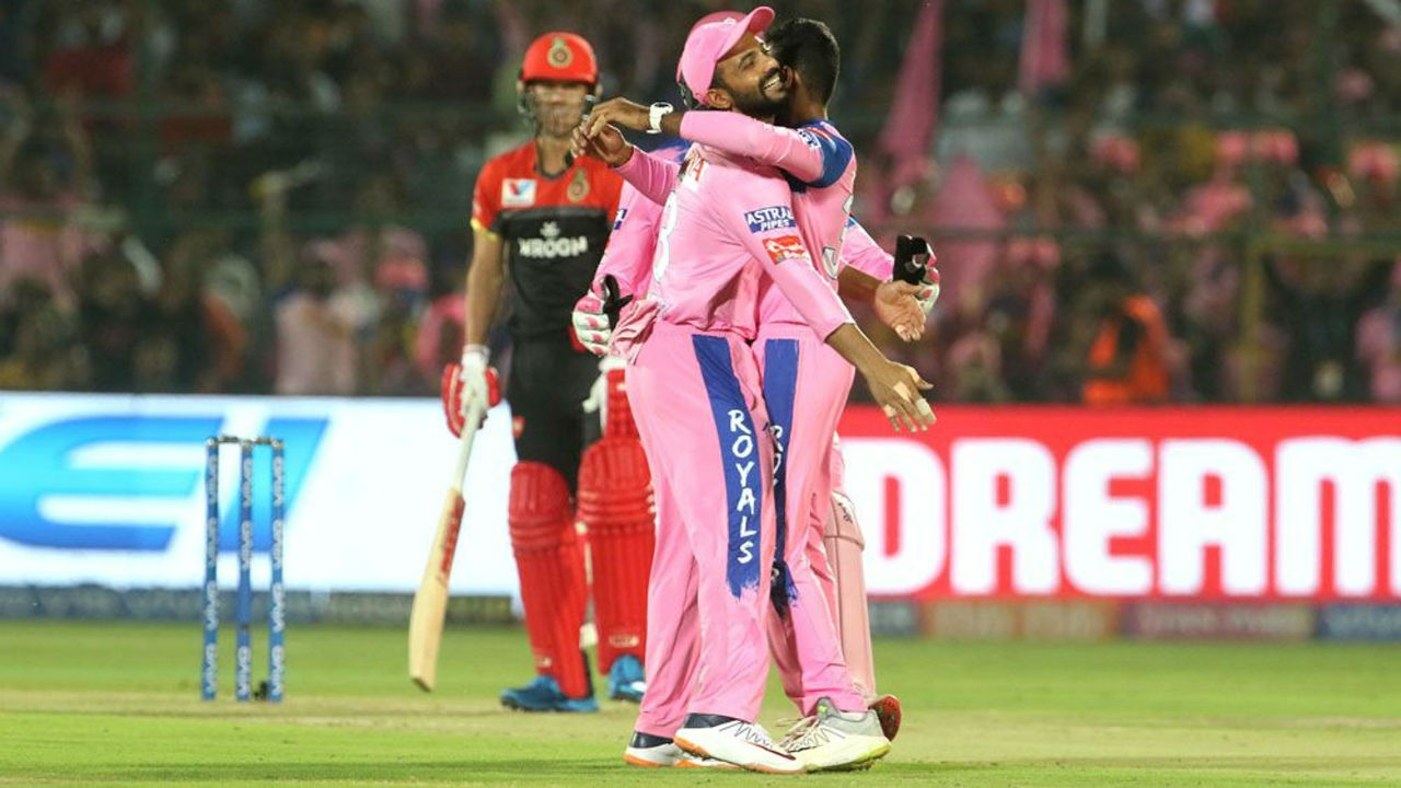 Gopal celebrated soon as he got another big wicket. This time the spinner caught AB de Villiers off his own bowling in the 9th over as RCB were reduced to 71/2.