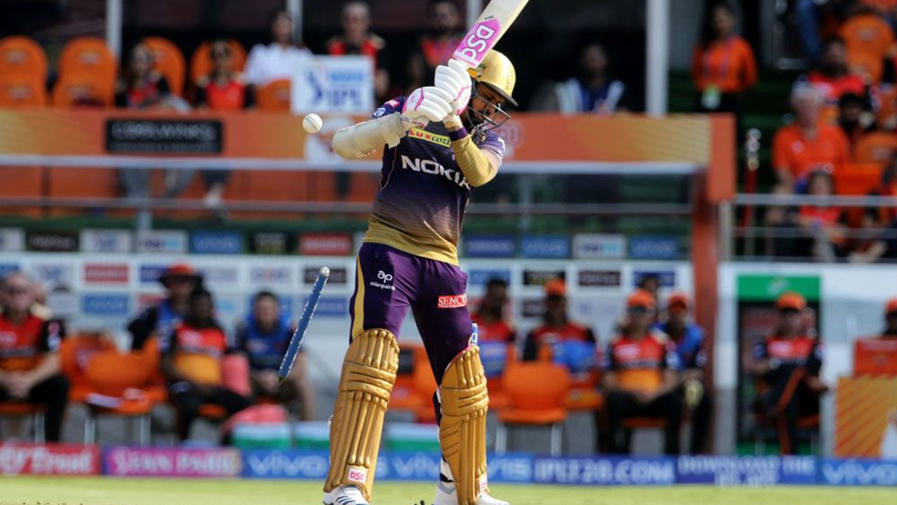 First break for SRH came in the 3rd over when Khaleel Ahmed clean bowled Narine. The left-hander made 25 from just 8 balls as KKR were 42/1.