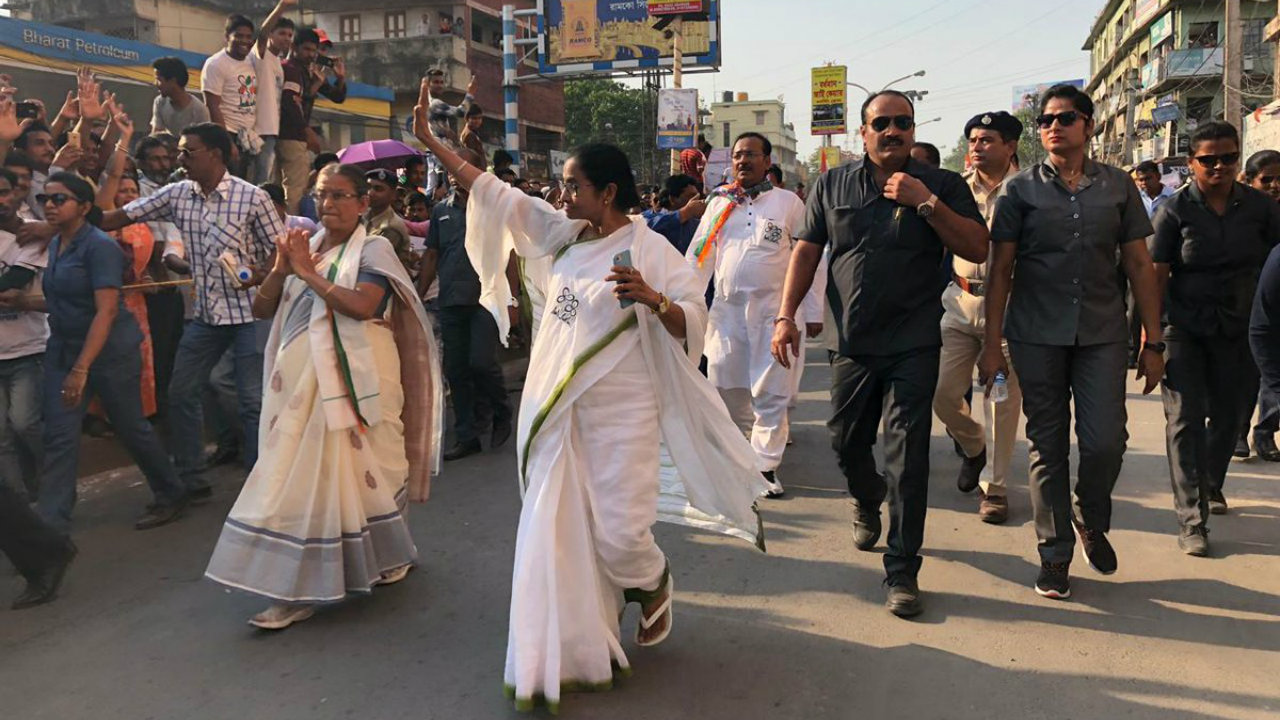 West Bengal Chief Minister and TMC supremo Mamata Banerjee during a roadshow in Bardhaman, West Bengal. (Image: TMC/Twitter)