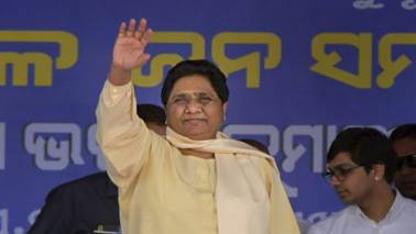 Mulayam Singh Yadav, Mayawati share stage after decades, praise each other