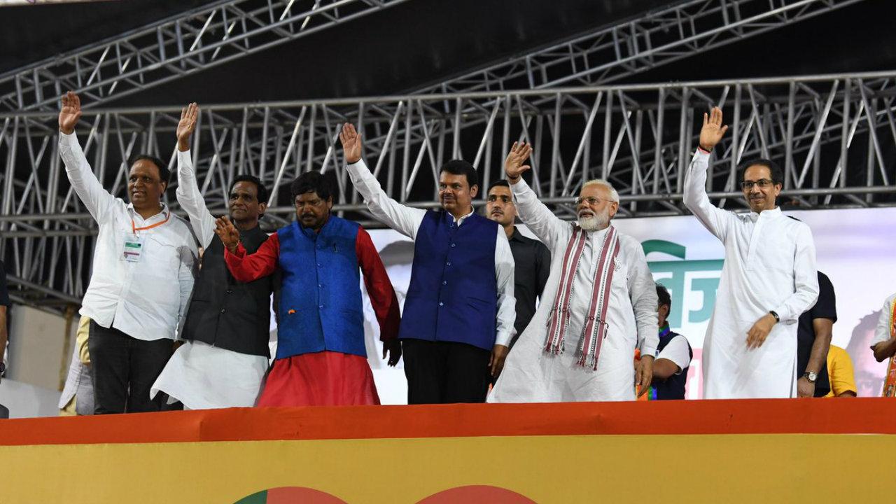 Prime Minister Narendra Modi along with Maharashtra Chief Minister Devendra Fadnavis during the former's rally in Mumbai. (Image: Narendra Modi/Twitter)