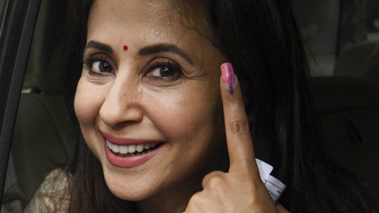 Congress's candidate from Mumbai North constituency Urmila Matondkar shows her inked marked finger after casting vote in Mumbai, Maharashtra. (Image: PTI)
