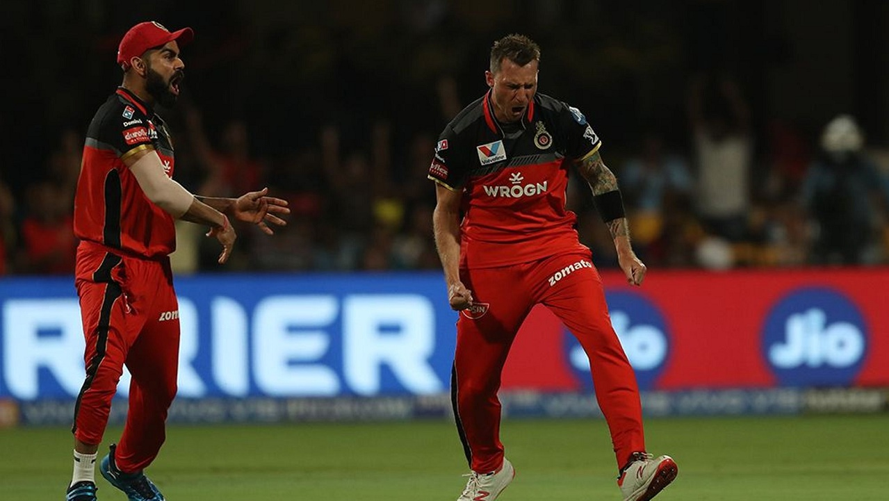 Steyn celebrates with Kohli after dismissing Suresh Raina with a peach of a delivery. (Image: BCCI, iplt20)