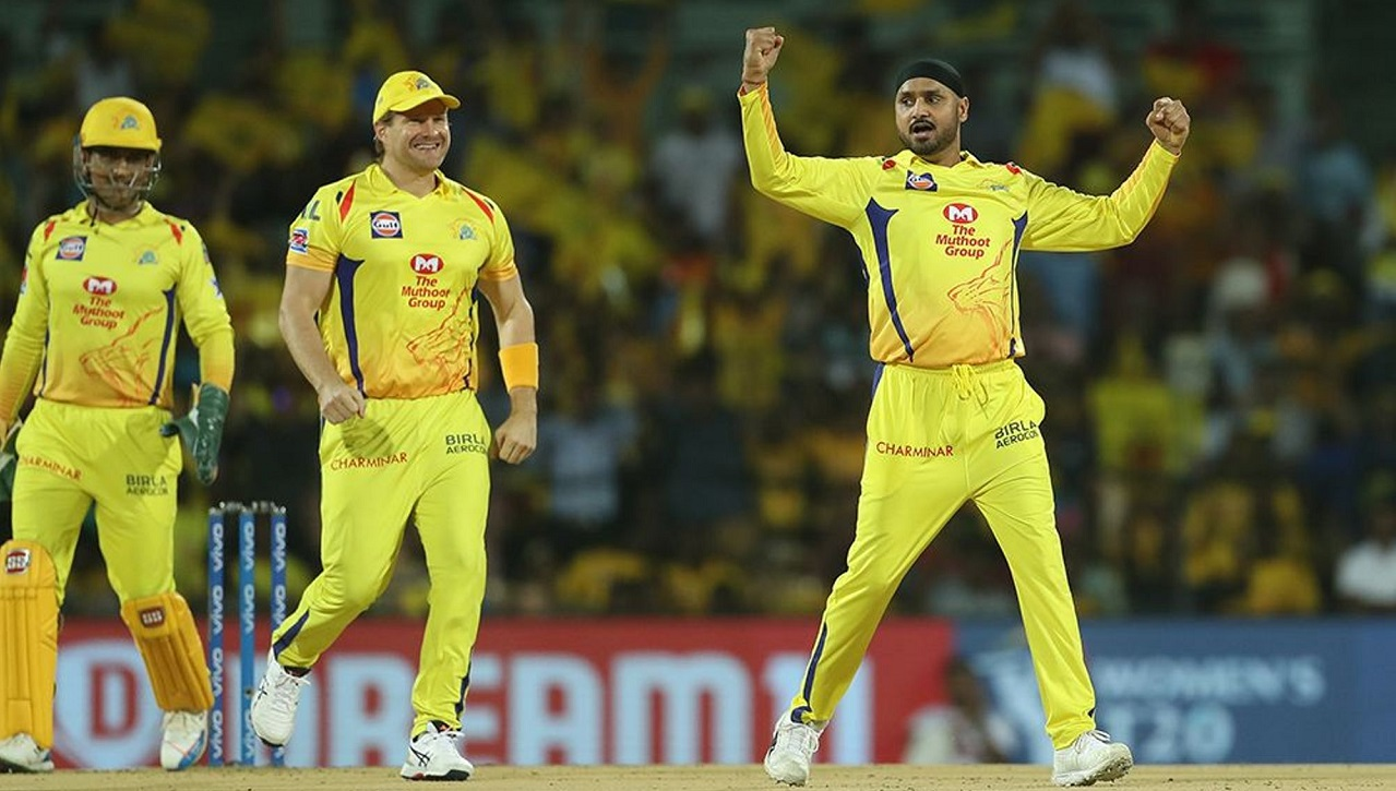 Harbhajan dismissed Warner in the 14th over.