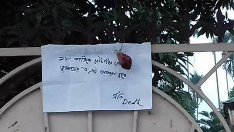 A handwritten note with a severed chicken head in Tripura's Jambura village. (Image: Twitter/ @chhuti_is)