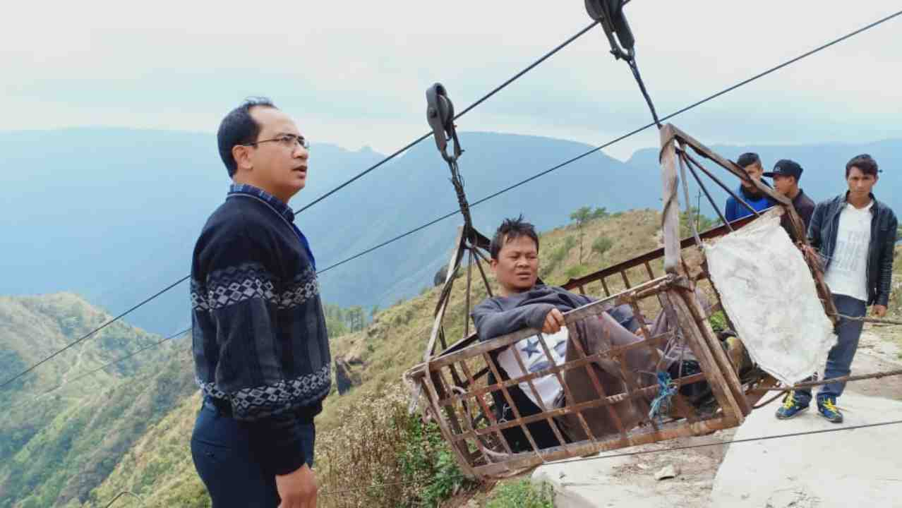 A sick polling officer being sent back through a ropeway as another one arrives for voting to happen seamlessly in Sikkim. (Image: Twitter/@SpokespersonECI)