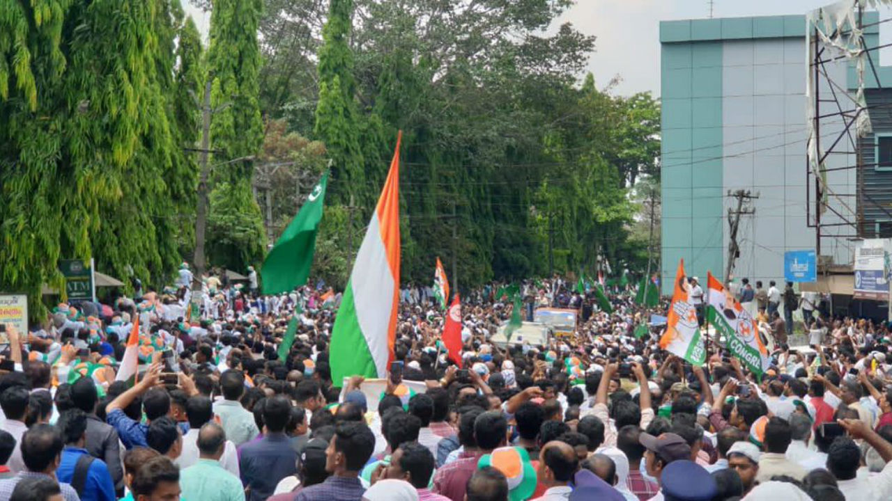 General view of the crowd in Wayanad, Kerala ahead of Congress President Rahul Gandhi filing his nomination on April 4. (Image: Twitter/@INCIndia)
