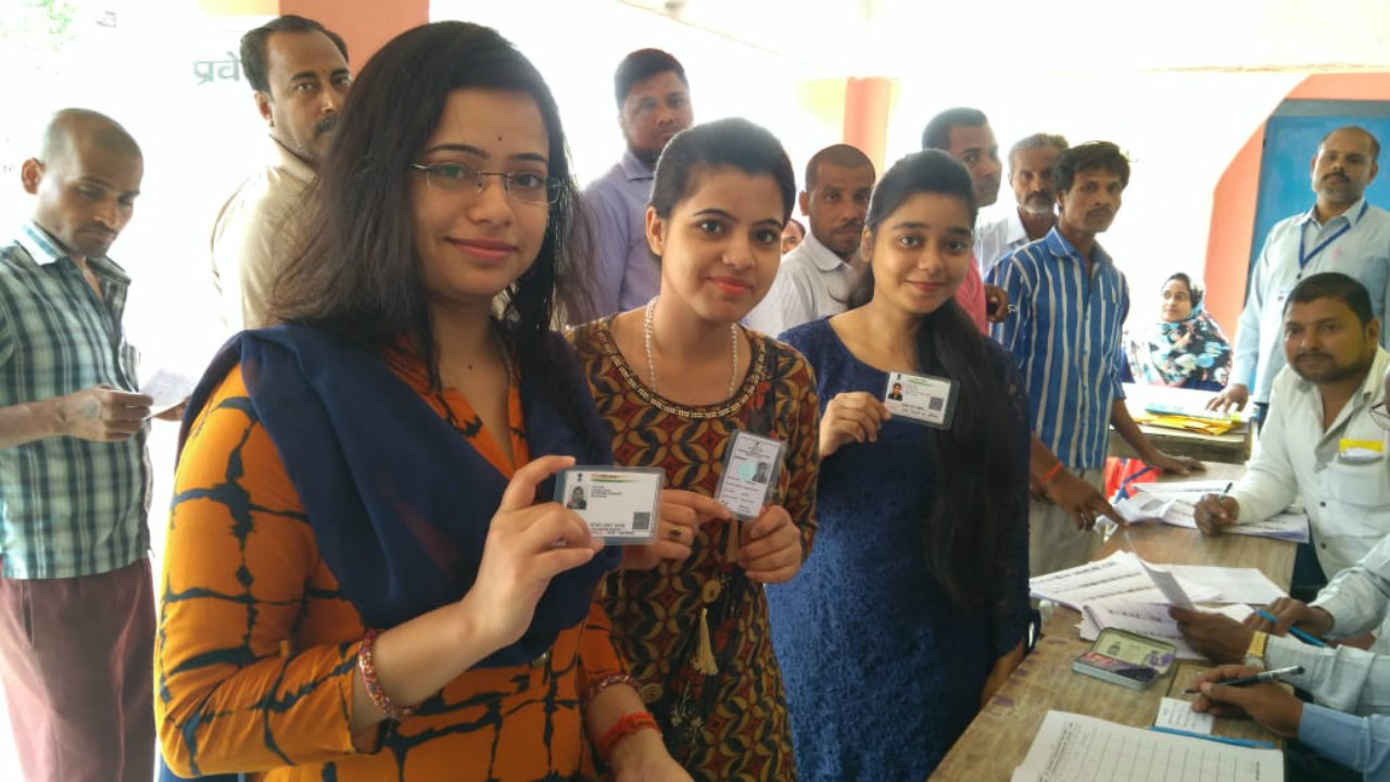 Young voters display their voting cards in Bihar. (Image: Twitter/CEO, Bihar)