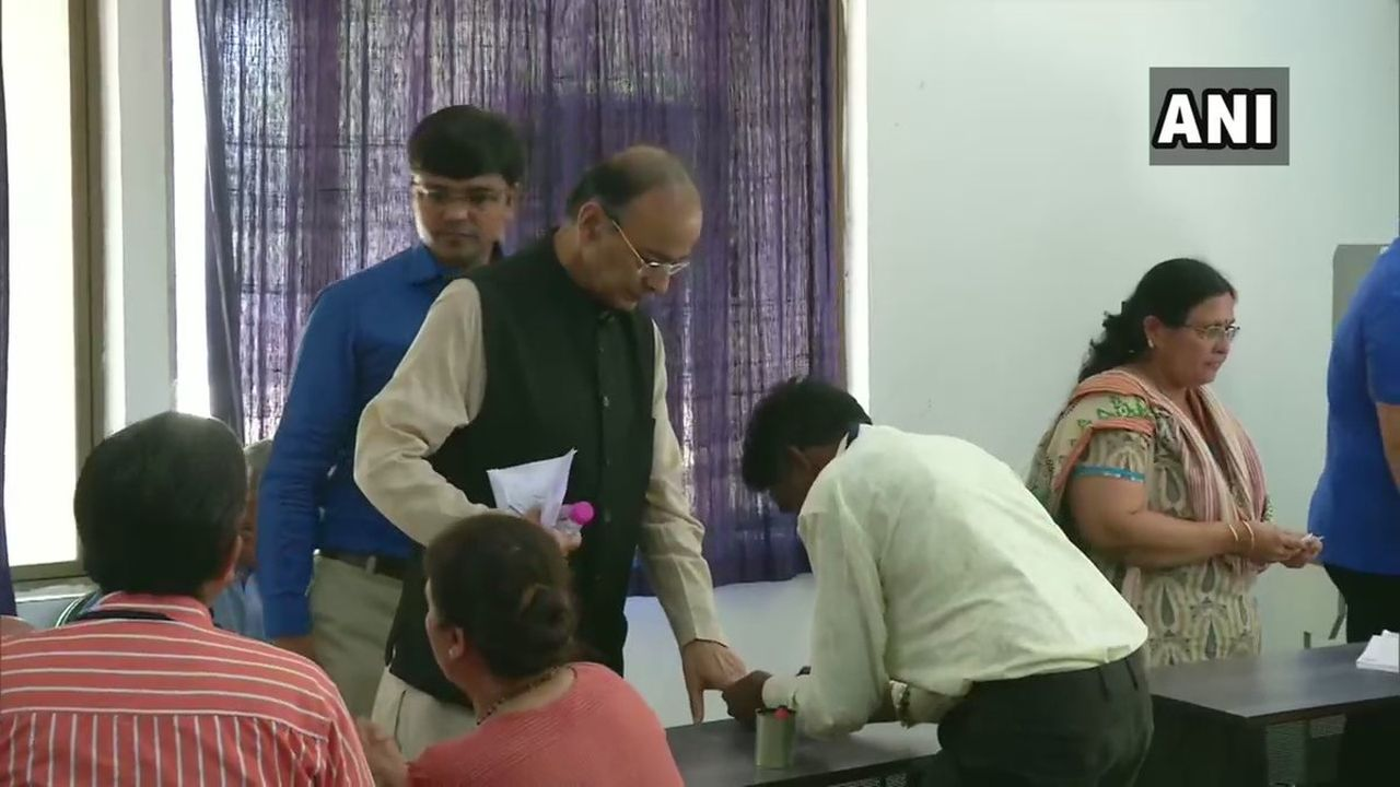 Finance Minister and senior BJP leader Arun Jaitley cast his vote at a polling booth in Ahmedabad, Gujarat. (Image: Twitter/@ANI)