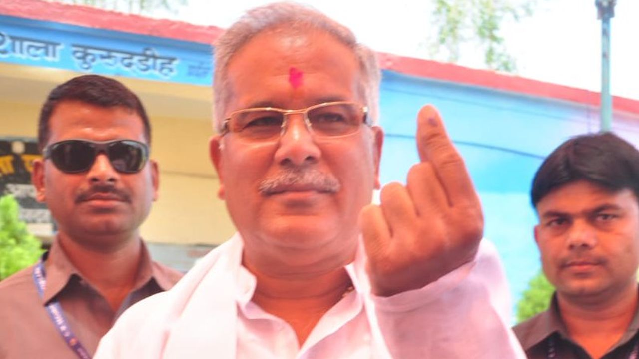 Chhattisgarh Chief Minister Bhupesh Baghel cast his vote in Durg in Phase 3 of Lok Sabha elections 2019. (Image: Twitter/@bhupeshbaghel)