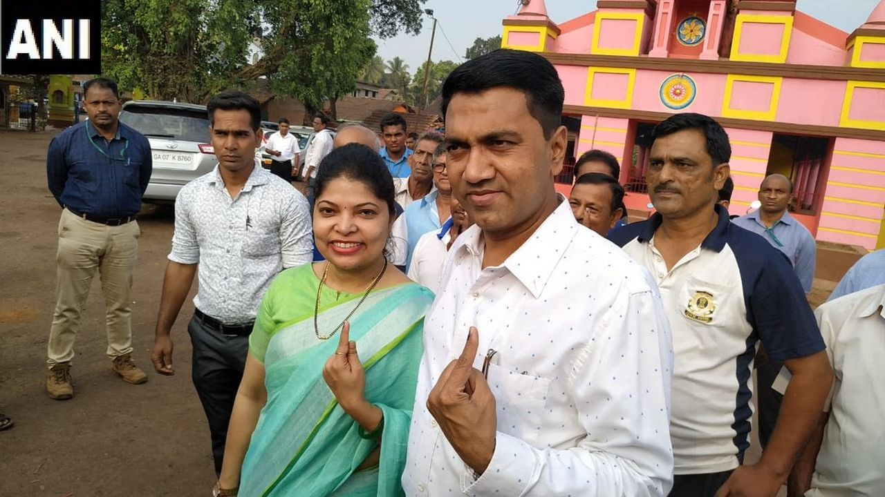 Goa Chief Minister Pramod Sawant and wife Sulakshana Sawant cast their votes at polling booth no. 47 in Sankhali Lok Sabha constituency. (Image: Twitter/@ANI)