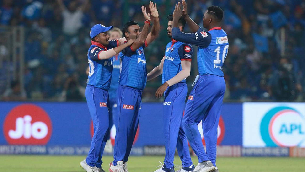 Amit Mishra provided the breakthrough in the 7th over when he castled Rohit. The MI skipper returned having made 30 off 33 balls. Ben Cutting walked out to bat at no. 3 but scored just 2 runs before Axar Patel trapped him plumb in the next over. MI were reduced to 62/2. (Image: BCCI, iplt20.com)
