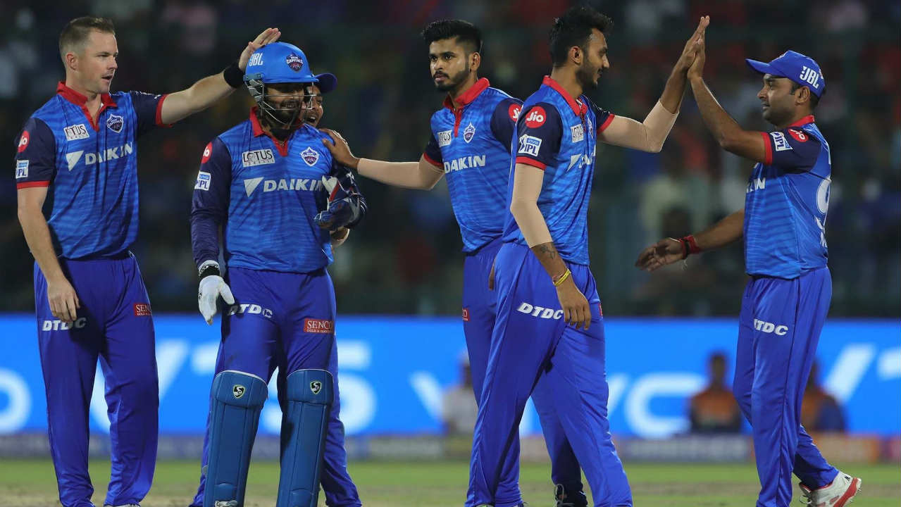 A horrible mix-up between Suryakumar Yadav and de Kock resulted in the South African being run-out in the 10th over. de Kock returned after scoring 35 off just 27 balls. (Image: BCCI, iplt20.com)