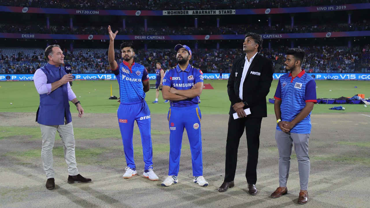 Delhi Capitals (DC) welcomed the Mumbai Indians (MI) to the Feroz Shah Kotla Stadium for match 34 of the 2019 Indian Premier League (IPL). Delhi named an unchanged side while Mumbai made two changes to their playing XI. Ben Cutting replaced Ishan Kishan who was ill and Jayant Yadav replaced Jason Behrendorff. MI won the Toss and opted to bat. (Image: BCCI, iplt20.com)