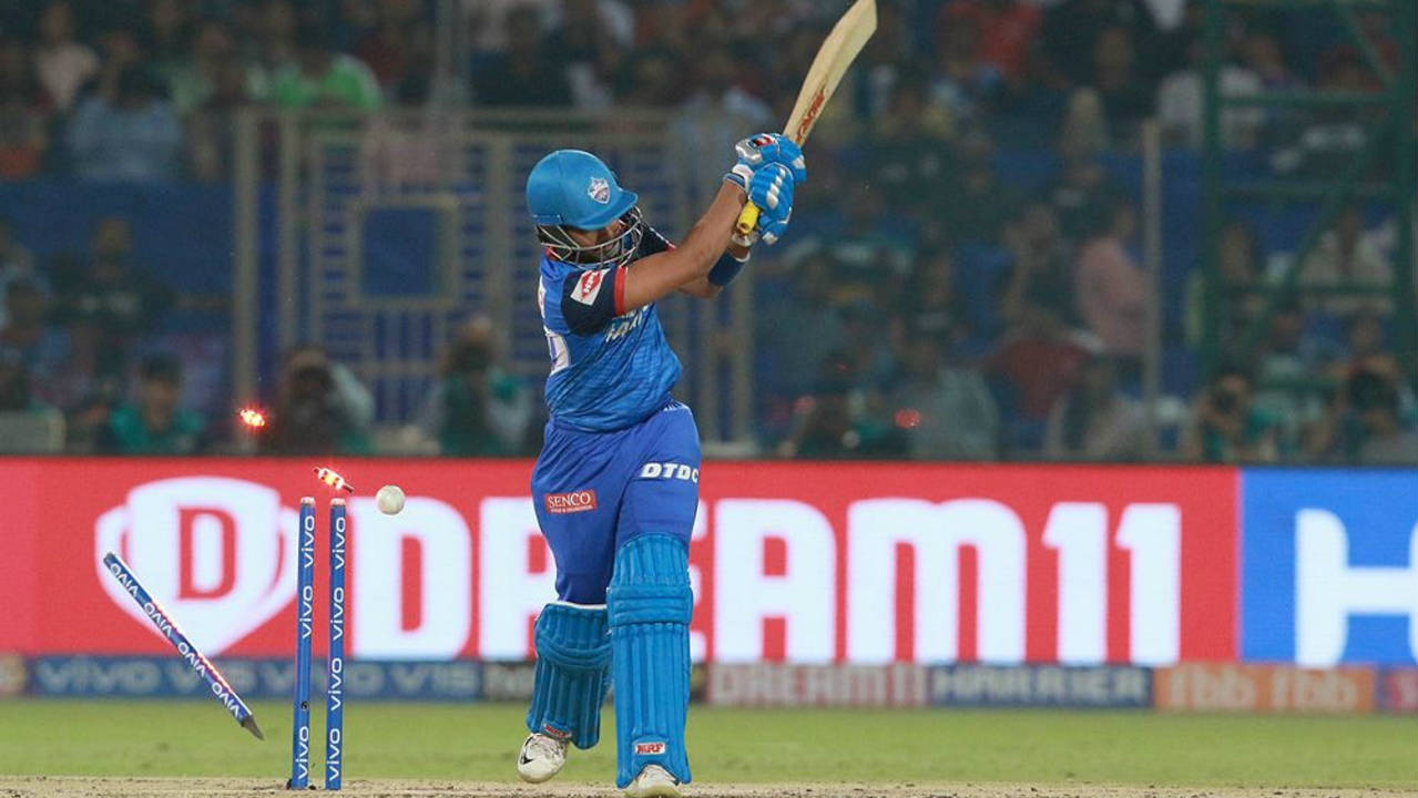 Delhi's innings got off to an inauspicious start as Bhuvneshwar castled Prithvi Shaw in just the 3rd over of the match. Shaw returned after scoring just 11 as Delhi were reduced to 14/1. (Image: BCCI, iplt20.com)
