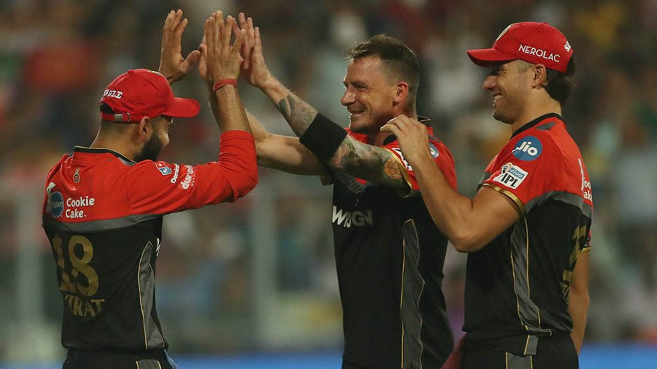Dale Steyn had an immediate impact on his return to the IPL as Lynn was dropped after edging the very first delivery from the South African. Steyn did get his wicket though as Lynn chipped the last ball of the 1st over to Kohli at mid-off. (Image: BCCI, iplt20.com)