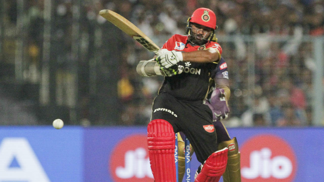 Kolkata Knight Riders (KKR) welcomed bottom-placed Royal Challengers Bangalore (RCB) to the Eden Gardens for match 35 of IPL 2019. Kolkata named an unchanged side while Kohli made two changes with Dale Steyn and Heinrich Klaasen replacing Umesh Yadav and the injured AB de Villiers. KKR won the toss and opted to bowl. (Image: AP)