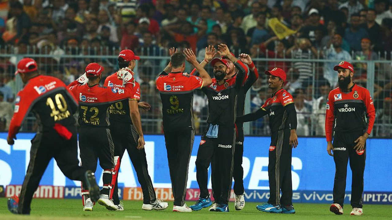 Navdeep Saini then got rid of Sunil Narine in the 4th over and Steyn continued to assert his dominance as he got Shubman Gill caught out at the end of the very next over. RCB reduced KKR to 33/3 after the first 5 overs. (Image: BCCI, iplt20.com)
