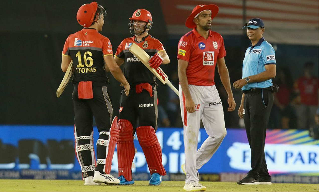 Marcus Stoinis and AB de Villiers then shared an unbeaten 46-run partnership off 23 balls to help RCB record their first win of the season. Man of the Match de Villiers who brought up half century in the 18th over and finished with 59* off 38 balls. Stoinis played an important cameo finishing with 28* off 16 balls. (Image: BCCI, iplt20.com)