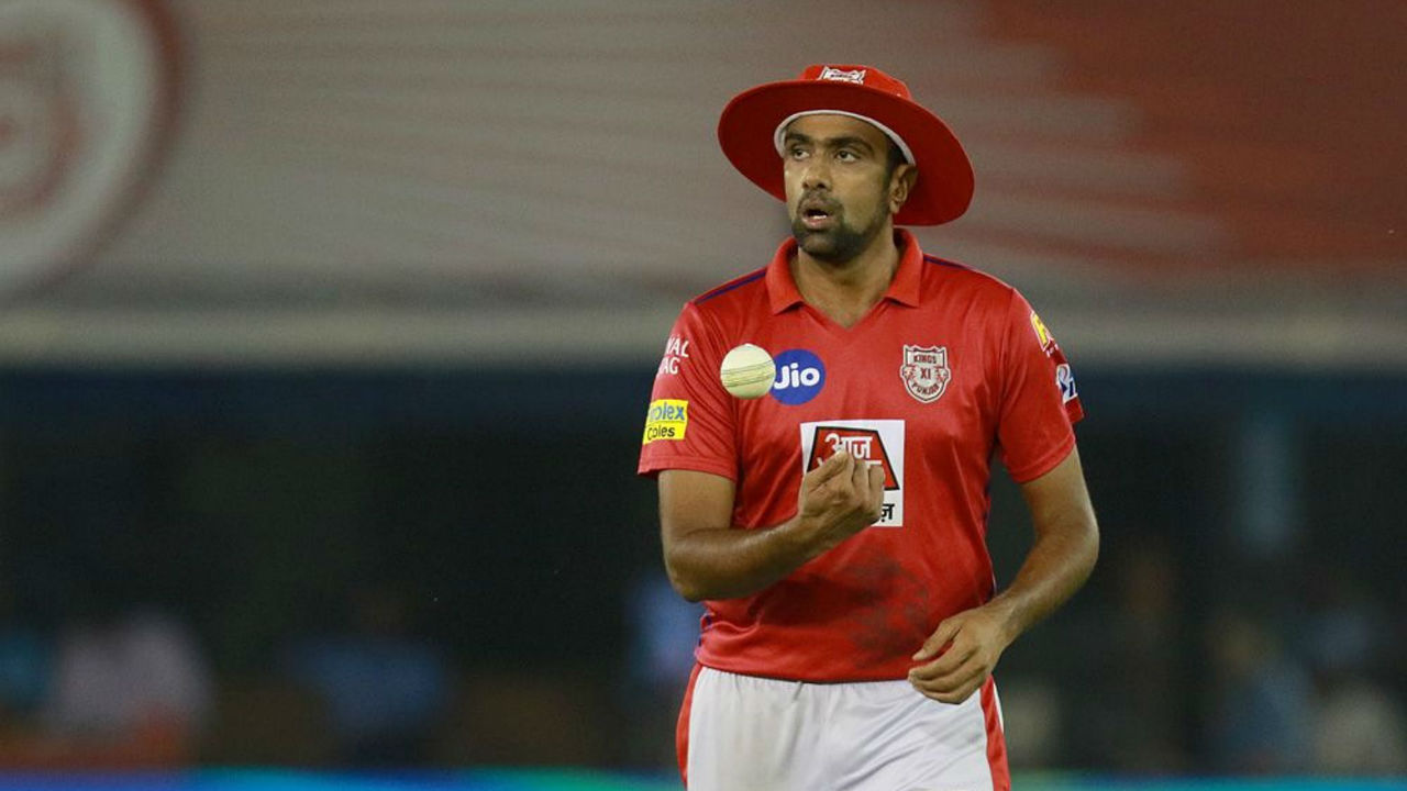 RCB got off to a quick start with Kohli and Parthiv Patel adding 43 off just 23 balls for the first wicket. The partnership was broken by Ravichandran Ashwin who got Patel caught out at long-off in the 4th over. (Image: BCCI, iplt20.com)