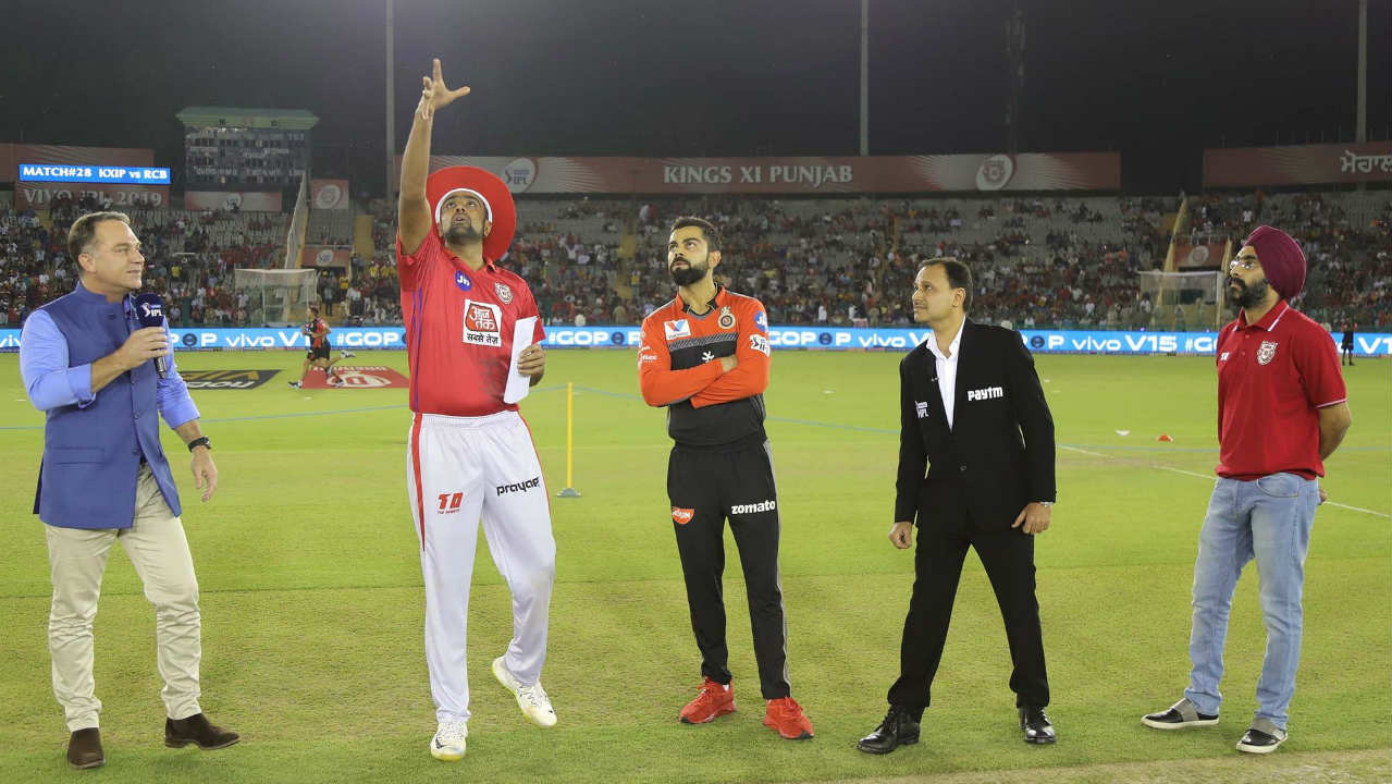 Kings XI Punjab (KXIP) welcomed Royal Challengers Bangalore (RCB) to Mohali for match 28 of the 2019 Indian Premier League. Virat Kohli's side came into this game on the back of six successive defeats so far in the IPL. Kohli won the toss and opted to bowl first. (Image: BCCI, iplt20.com)