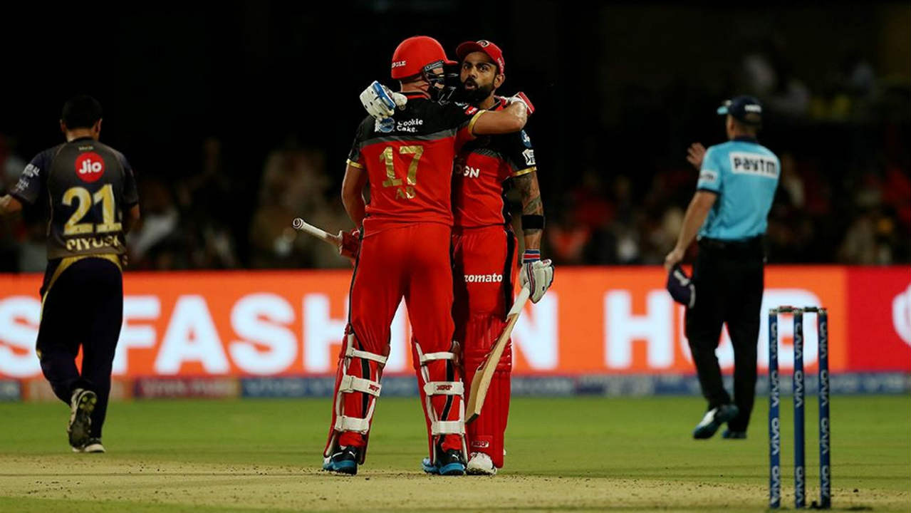 Kohli was then joined by AB de Villiers and together they tore into the KKR bowling attack. King Kohli brought up his half-century off just 31 balls in the 11th over. de Villiers followed suit and brought up his fifty in the 16th over off just 28 balls. Together the duo added 108 runs off just 56 balls for the second wicket. (Image: BCCI, iplt20.com)